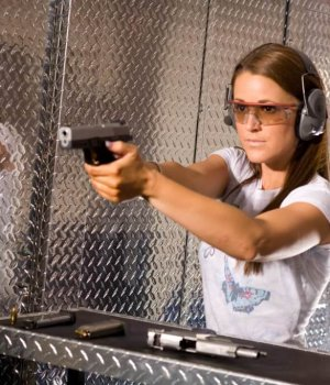 ladies-night-at-double-action-gun-range